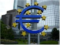 ECB příští rok jen mírně změní svůj výhled na vývoj vlastní měnové politiky