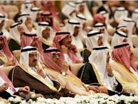 Saudi chtějí v prosinci snížit vývoz ropy o 500.000 barelů. Rozbití OPECu prý nechystá