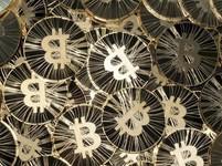 Bitcoin dále padá, už je kolem 4 600 USD. Přišel o 1000 USD za 5 dnů. Katastrofické cílovky se množí