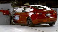 Jak se rozbíjí Tesla aneb nové crash testy Modelu 3