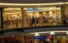 Američané se v srpnu vrhli do obchodů, maloobchod s překvapivým růstem (komentář analytika)